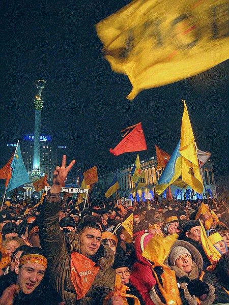 Революция в Киеве. День второй. Майдан Незалежности.