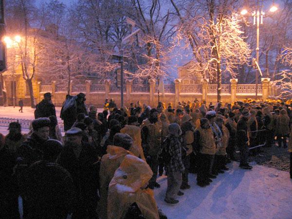 Революция в Киеве. День третий. Администрация президента  и традиционный Майдан Незалежности.