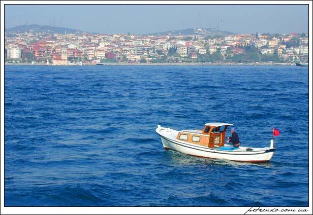 Турция. Стамбул. Босфор. Моряк.