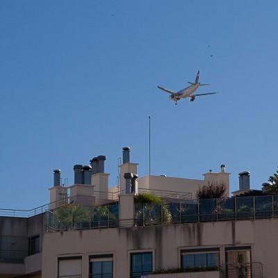 Самолет на подлёте к полосе, Лиссабон / Plane approaching airport, Lisbon