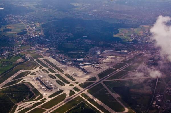 Аэропорт Цюриха, вид сверху / Zurich (ZRH) Airport from the sky, Schema