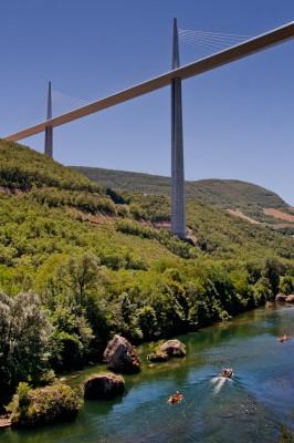 river-under-millau-viaduct