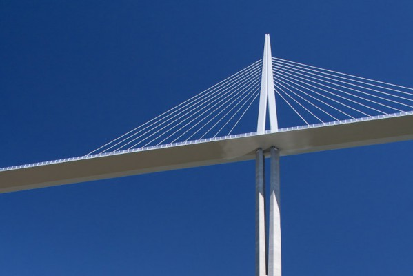 06-millau-viaduct-column-and-pilone-supported-by-ropes