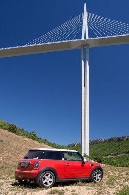 07-red-mini-cooper-standing-near-millau-viaduct-main-column