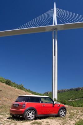 07-red-mini-cooper-standing-near-millau-viaduct-main-column