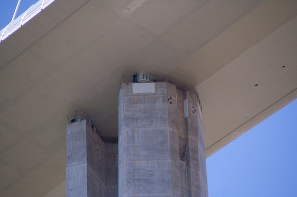 16-junction-of-millau-viaduct-steel-road-and-concrete-column