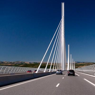 22-millau-viaduct-center