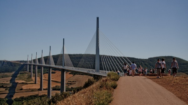 24-millau-viaduct-traditional-view