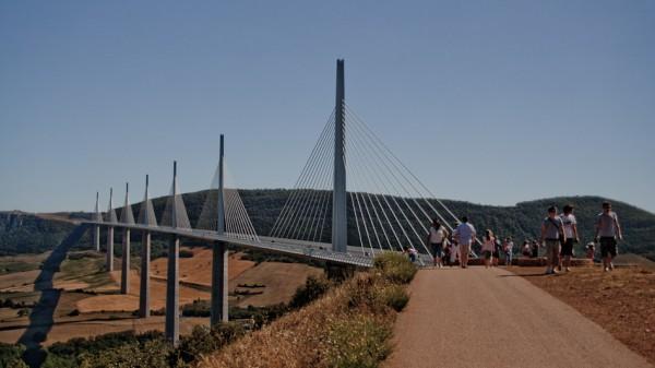 24-millau-viaduct-traditional-view
