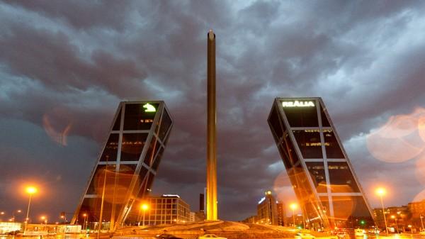 Мадрид, падающие небоскрёбы