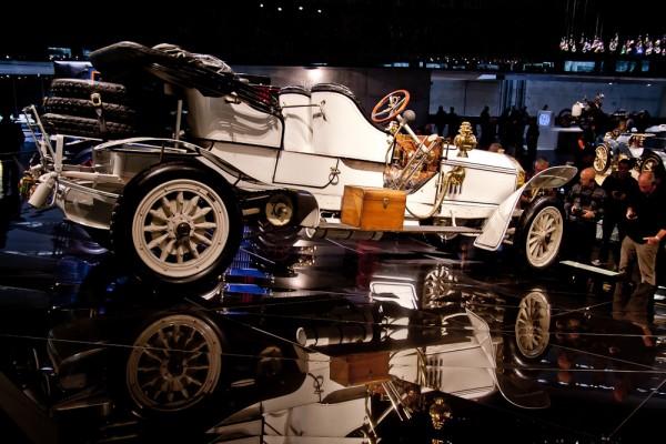 Музей Mercedes. Штуттгарт. Белый кабриолет.