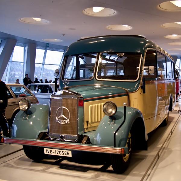 Музей Mercedes. Штуттгарт. Жовто-блакітний автобус