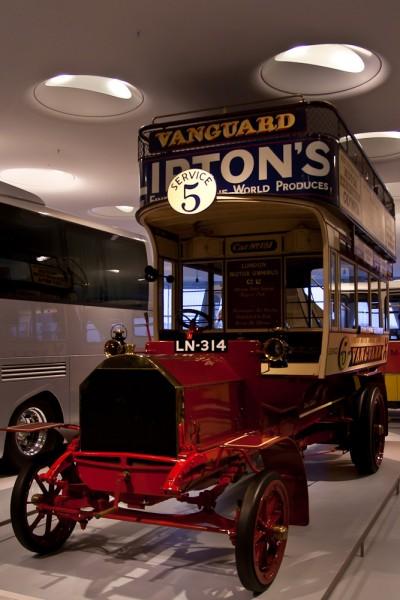 Музей Mercedes. Штуттгарт. Высокий автобус