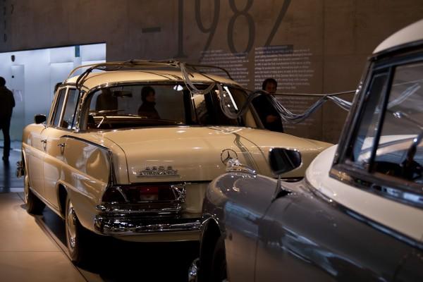 Музей Mercedes. Штуттгарт. Едущий перед катафалком